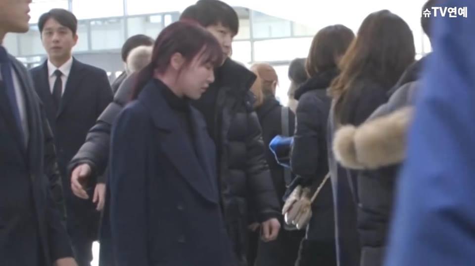 Những gương mặt thất thần của BTS, SNSD, BoA khi đến tang lễ SHINee Jonghyun-10