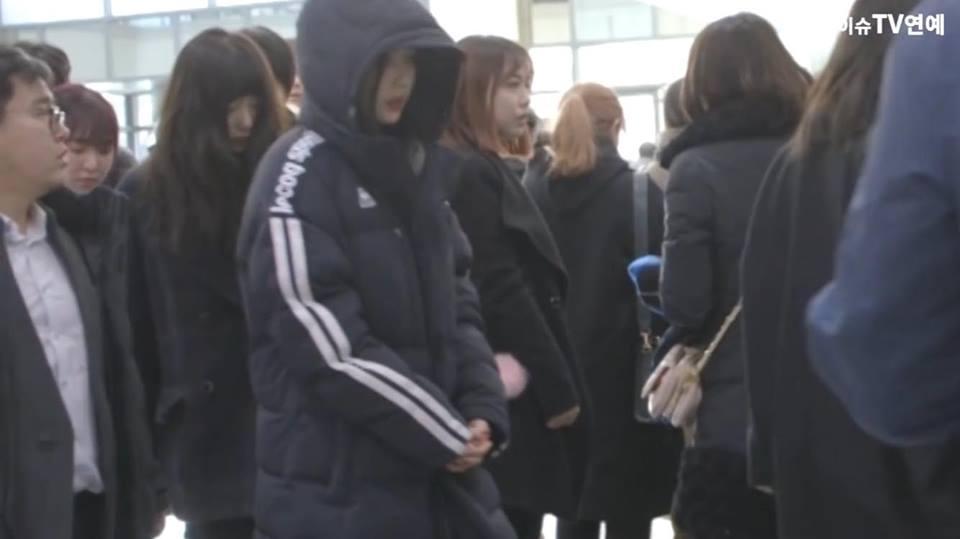 Những gương mặt thất thần của BTS, SNSD, BoA khi đến tang lễ SHINee Jonghyun-11