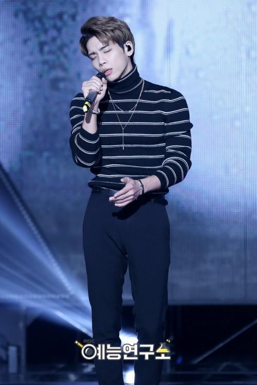 Jonghyun (SHINee) từng để lại ấn tượng với gout thời trang trình diễn chưa bao giờ mắc lỗi-4