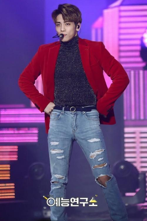 Jonghyun (SHINee) từng để lại ấn tượng với gout thời trang trình diễn chưa bao giờ mắc lỗi-5