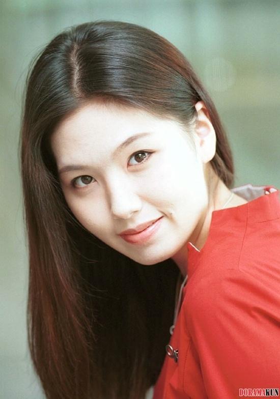 Trước SHINee Jonghyun, showbiz thế giới từng chứng kiến nhiều nghệ sĩ tự kết liễu cuộc đời vì trầm cảm-6