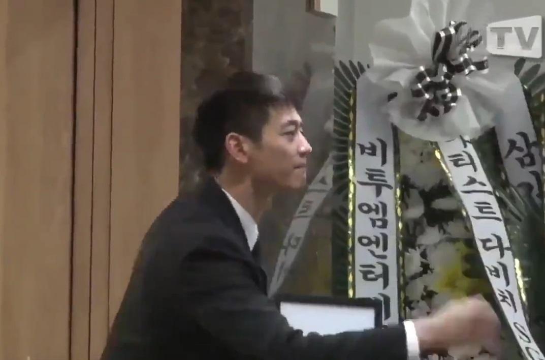 Super Junior, EXO và nước mắt nghệ sĩ ngập đám tang ngôi sao SHINee Jonghyun-2