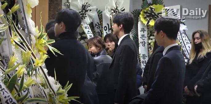 Super Junior, EXO và nước mắt nghệ sĩ ngập đám tang ngôi sao SHINee Jonghyun-13