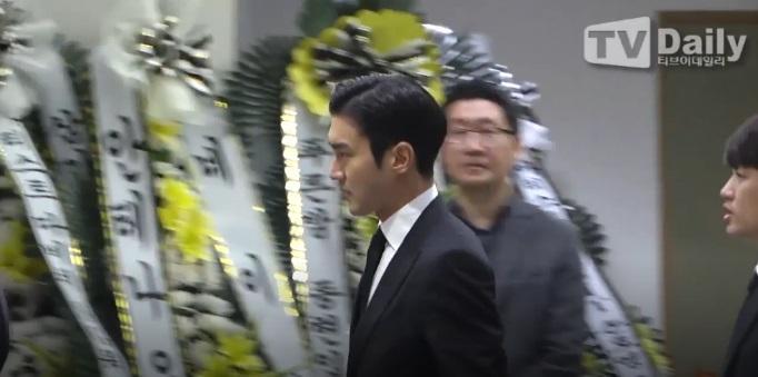 Super Junior, EXO và nước mắt nghệ sĩ ngập đám tang ngôi sao SHINee Jonghyun-14
