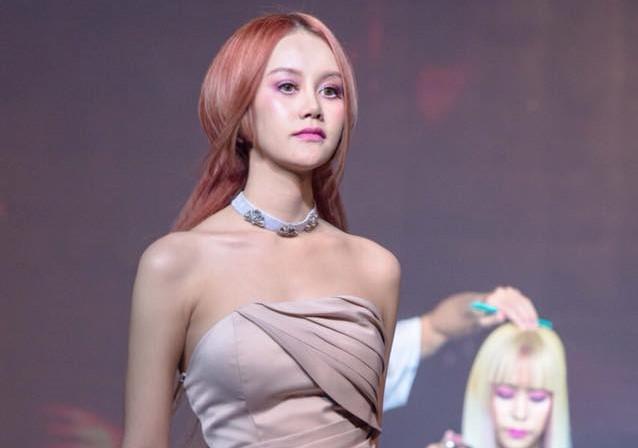 Cảnh sát Thái Lan xác nhận người mẫu 19 tuổi tự tử vì trầm cảm-1