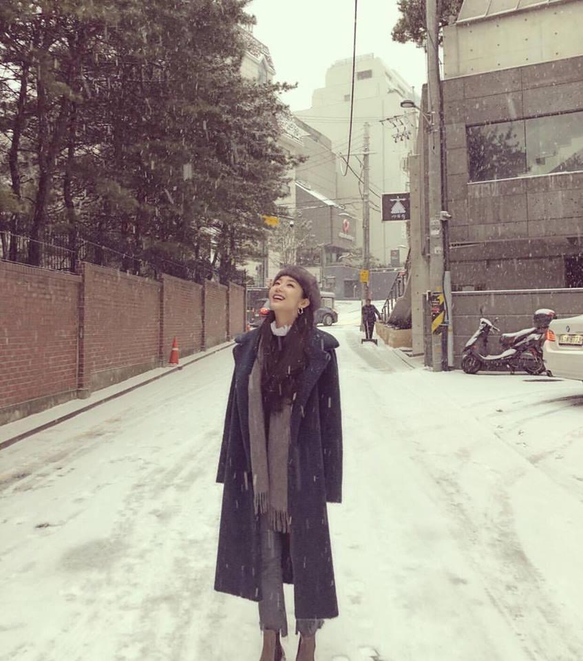 Dàn mỹ nhân Hàn tô đậm không khí Giáng sinh bằng street style sắc màu rực rỡ-6