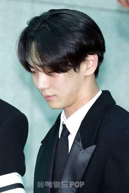 Những giọt nước mắt nghẹn ngào trong lễ tang SHINee Jonghyun-7