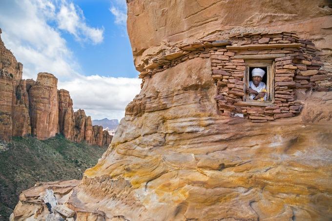 Những nhà thờ bí mật ẩn trong vách đá dựng đứng ở Ethiopia-1