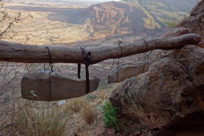 Những nhà thờ bí mật ẩn trong vách đá dựng đứng ở Ethiopia-7
