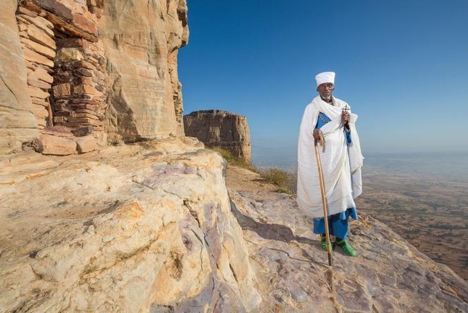 Những nhà thờ bí mật ẩn trong vách đá dựng đứng ở Ethiopia-11