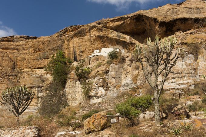 Những nhà thờ bí mật ẩn trong vách đá dựng đứng ở Ethiopia-12