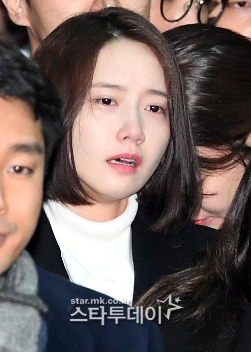 Những giọt nước mắt nghẹn ngào trong lễ tang SHINee Jonghyun-9