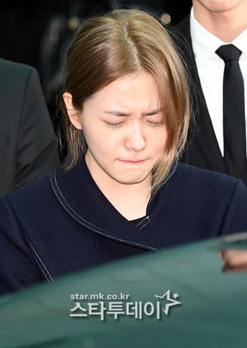 Những giọt nước mắt nghẹn ngào trong lễ tang SHINee Jonghyun-12