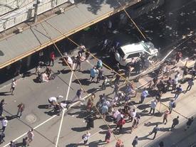 Australia: Ôtô lao vào đám đông, ít nhất 12 người bị thương