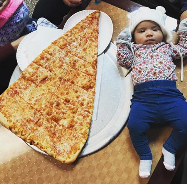 Sốt xình xịch món pizza khổng lồ to bằng tấm thảm, giá 240 nghìn/miếng-8