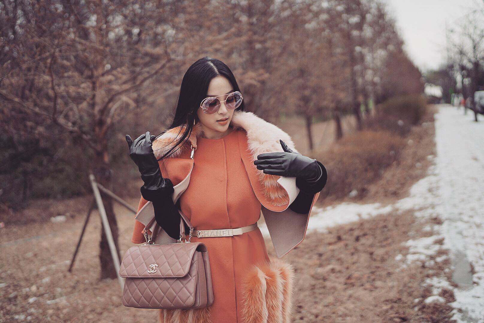 Hot girl - hot boy Việt 22/12: Huyền Baby sành điệu hết ý khi ở Hàn Quốc-1