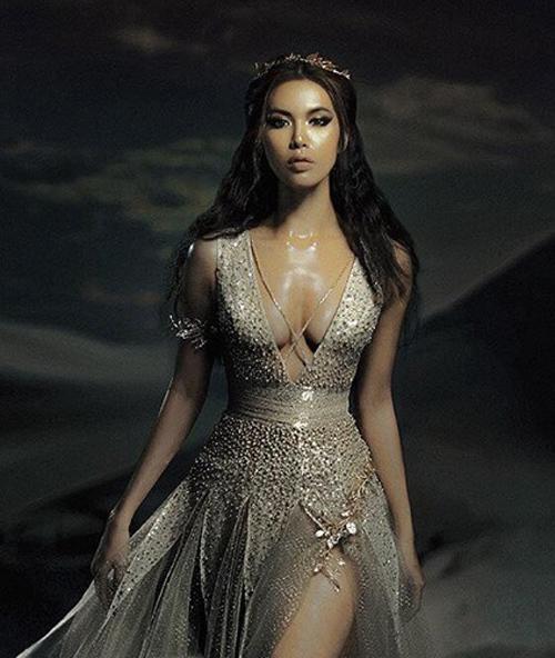 Gỡ mác hot girl, Chi Pu phô diễn vòng 1 bốc lửa, đẹp không chịu thua dù đụng váy với đàn chị Minh Tú-6