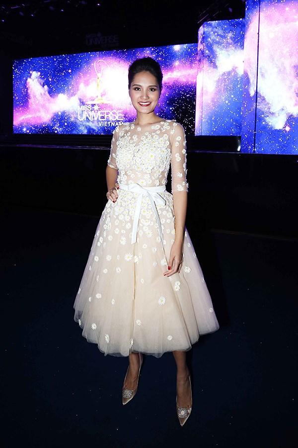 Sau các thí sinh, đến lượt Hương Giang rút khỏi ghế nóng Hoa hậu Hoàn vũ Việt Nam 2017-3