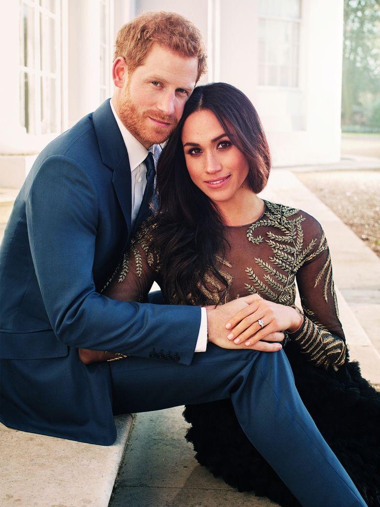 Vợ hoàng tử Harry chọn váy ngày đính hôn táo bạo nhất lịch sử-1