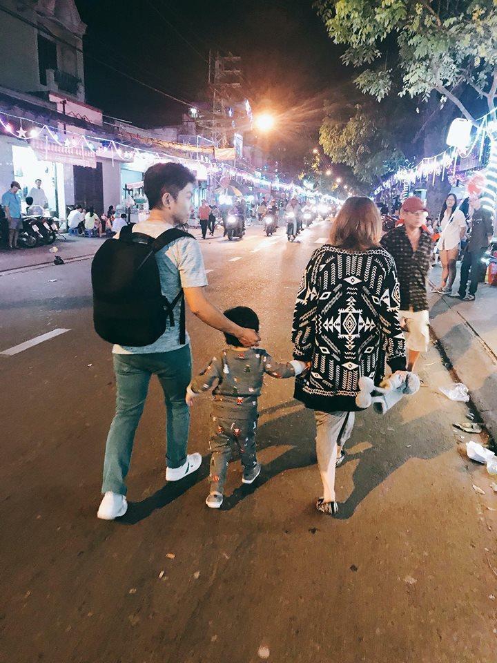 Tin sao Việt: Trấn Thành - Hari Won nắm chặt tay nhau du hí Hong Kong-7