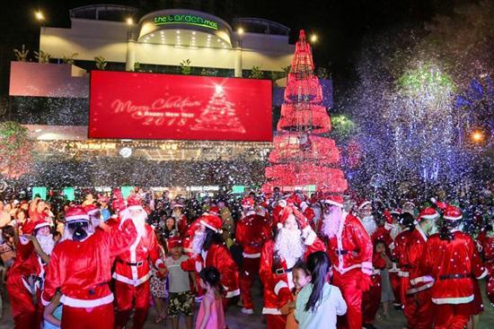 Đội quân ông già Noel đổ bộ The Garden Mall-2