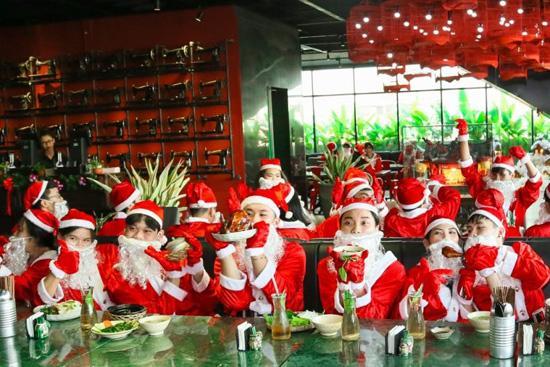Đội quân ông già Noel đổ bộ The Garden Mall-3