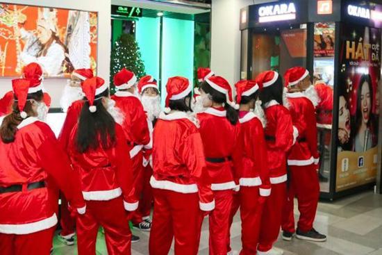 Đội quân ông già Noel đổ bộ The Garden Mall-5