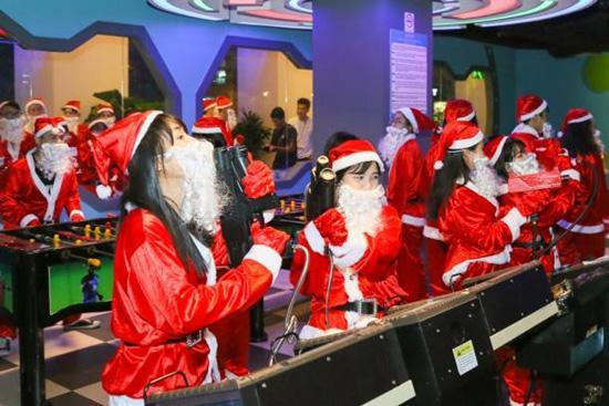 Đội quân ông già Noel đổ bộ The Garden Mall-8
