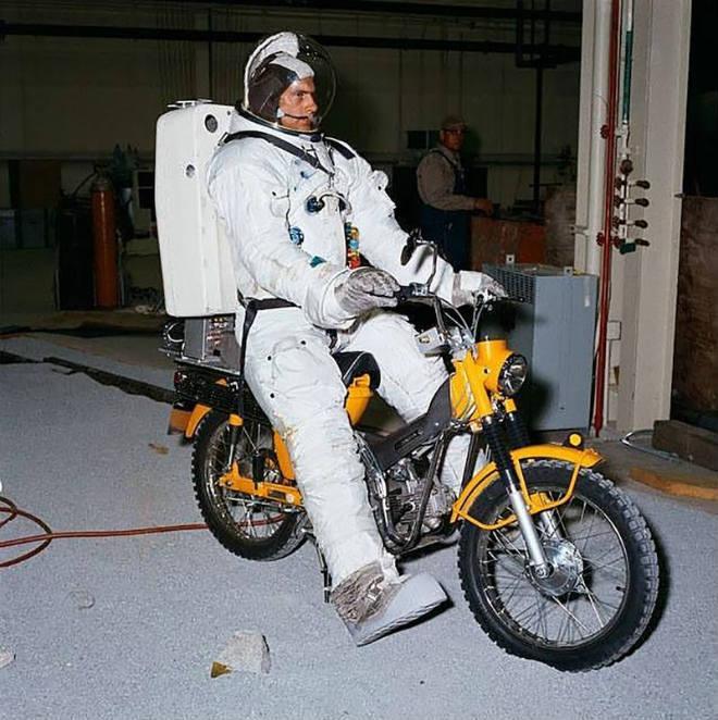 Suzuki sẽ đưa xe máy lên thành phố Mặt trăng đầu tiên?-2