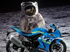 Suzuki sẽ đưa xe máy lên thành phố Mặt trăng đầu tiên?