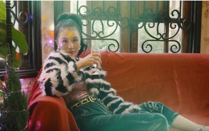 Clip: Chi Pu - Quỳnh Anh Shyn gợi ý 6 set đồ giúp bạn nổi bần bật đêm Giáng sinh-5