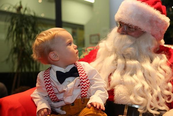 Ông già Noel bon chen đi tặng quà Giáng sinh-3