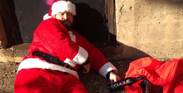 Ông già Noel bon chen đi tặng quà Giáng sinh-7