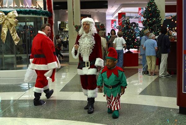 Ông già Noel bon chen đi tặng quà Giáng sinh-11