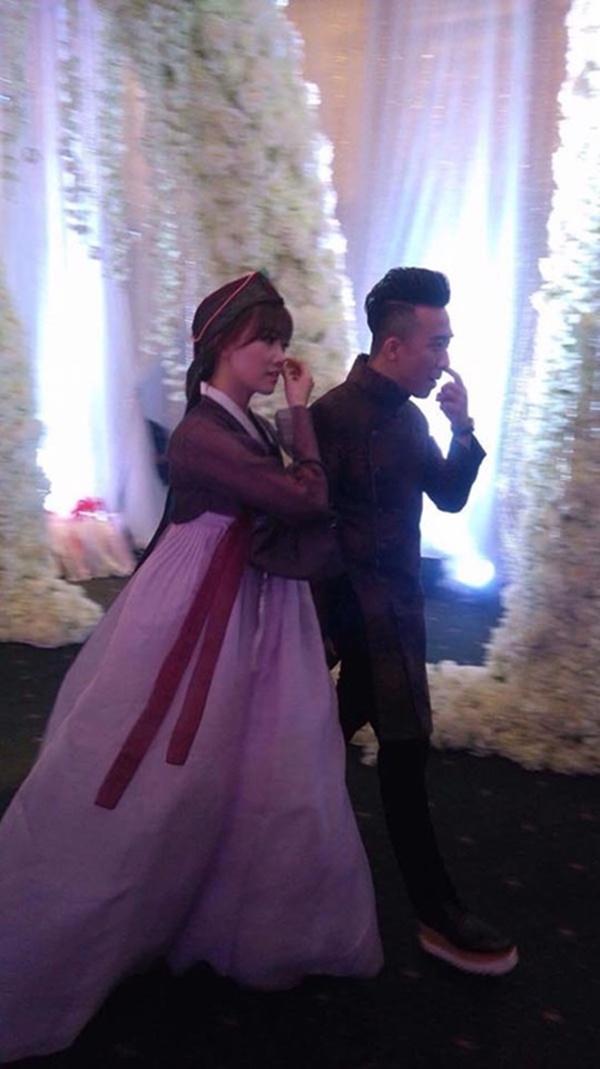 Loạt hình ảnh cực kỳ hài hước chưa được tiết lộ trong lễ cưới Trấn Thành - Hari Won-3