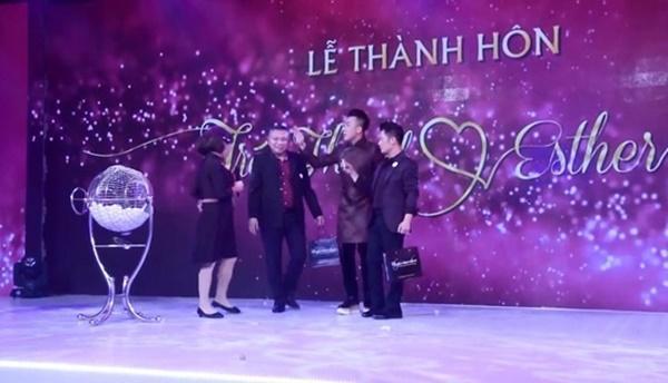 Loạt hình ảnh cực kỳ hài hước chưa được tiết lộ trong lễ cưới Trấn Thành - Hari Won-4