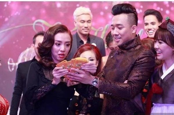 Loạt hình ảnh cực kỳ hài hước chưa được tiết lộ trong lễ cưới Trấn Thành - Hari Won-5