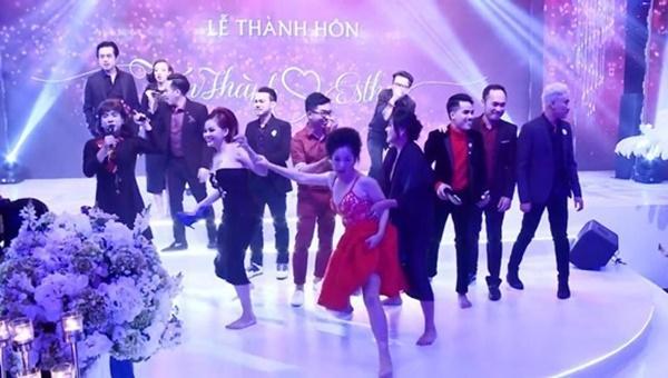 Loạt hình ảnh cực kỳ hài hước chưa được tiết lộ trong lễ cưới Trấn Thành - Hari Won-7