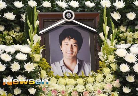 Fan xôn xao tin Jong Hyun (SHINee) hiến tạng sau khi qua đời-2