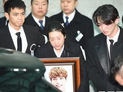 Fan xôn xao tin Jong Hyun (SHINee) hiến tạng sau khi qua đời