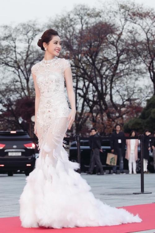 Đâu chỉ gợi cảm trong MV thứ 4, từ lâu Chi Pu đã khiến fans 'bỏng mắt' với váy áo xuyên thấu-9