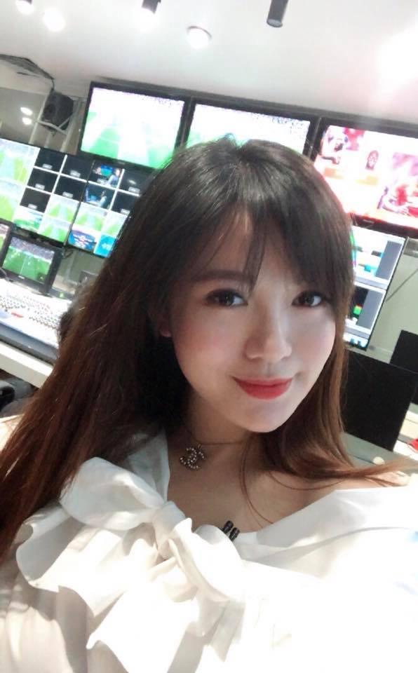 Hot girl - hot boy Việt: Trung Dũng Sĩ hội ngộ cùng Kim Lý khi đi xem Hồ Ngọc Hà biểu diễn-7