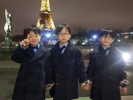 Sao Hàn 24/12: Bộ ba sao nhí Daehan Minguk Manse khoe ảnh mừng Giáng sinh cực đáng yêu