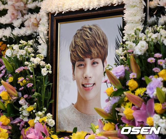 Cái chết oan nghiệt của Jong Hyun (SHinee) khiến bóng tối trầm cảm bao phủ làng giải trí Việt suốt 7 ngày-1