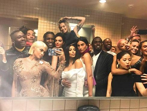 13 bức ảnh gây xôn xao nhất làng giải trí Hollywood năm 2017