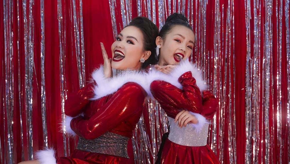 Huỳnh Mến hóa bà già Noel trong clip dance cover cùng học trò nhí-1