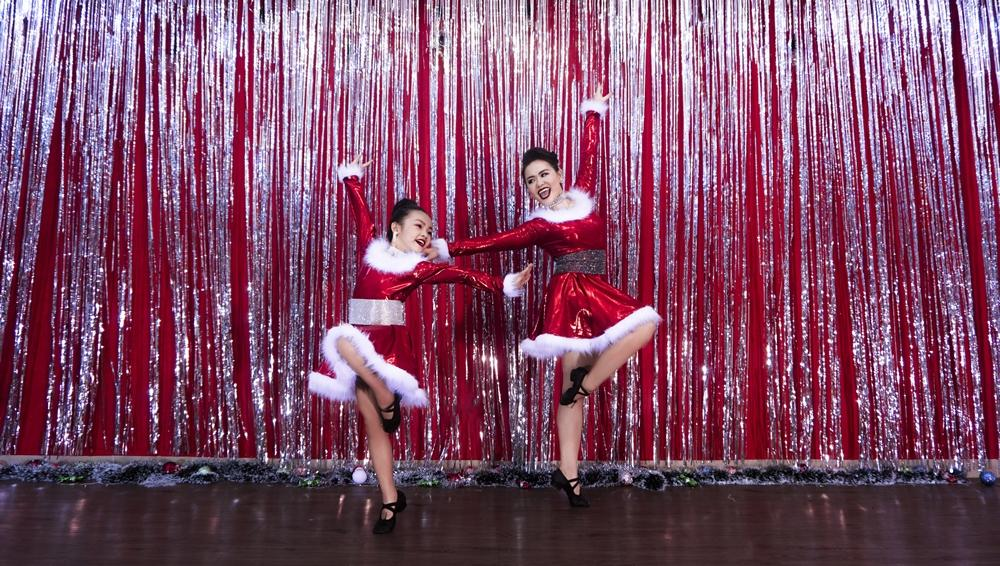 Huỳnh Mến hóa bà già Noel trong clip dance cover cùng học trò nhí-3