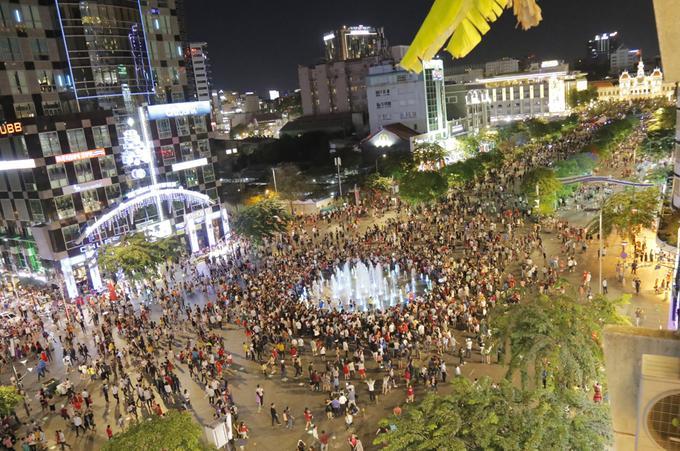 Đón Giáng sinh ở trung tâm Sài Gòn-4