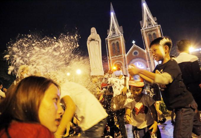 Đón Giáng sinh ở trung tâm Sài Gòn-6