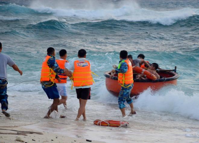 Tin bão khẩn cấp: Bão số 16 liên tiếp mạnh thêm, tối nay tấn công đất liền Vũng Tàu - Cà Mau-2